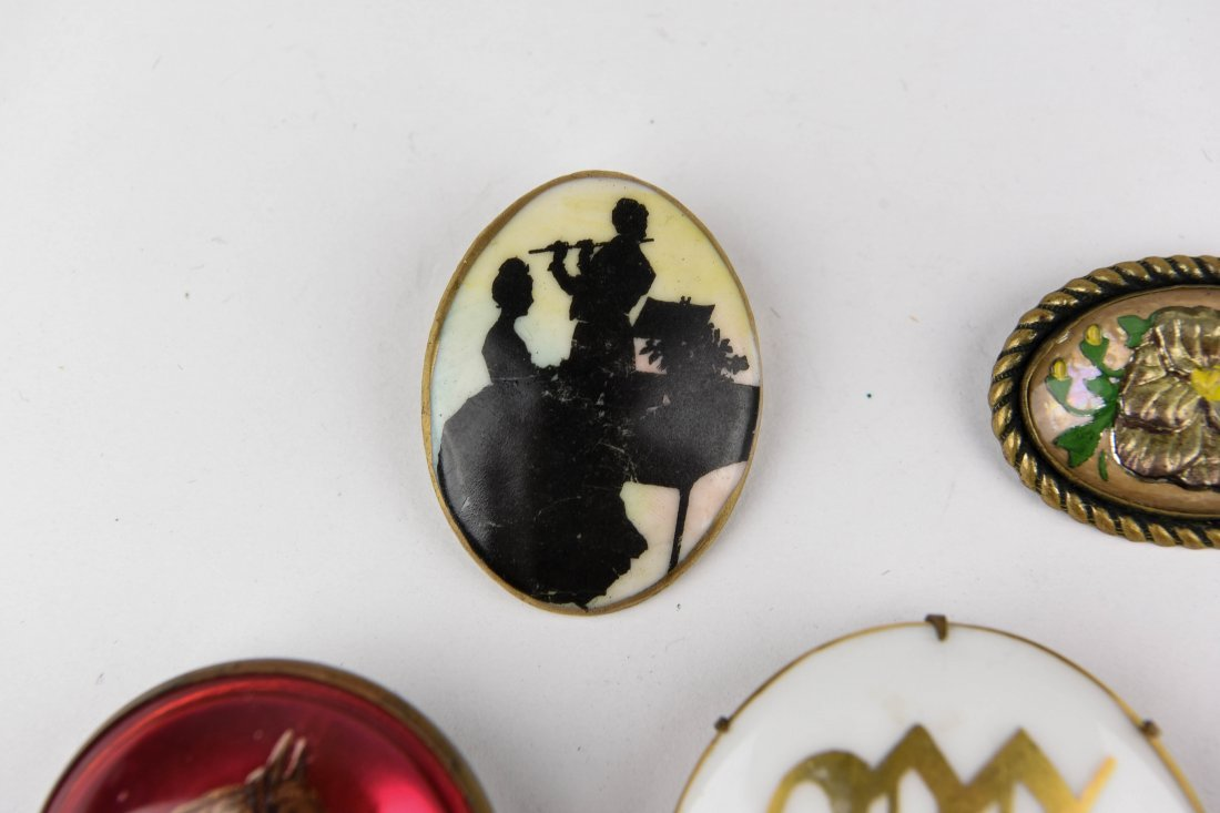 GROUP OF VINTAGE BROOCHES - 6