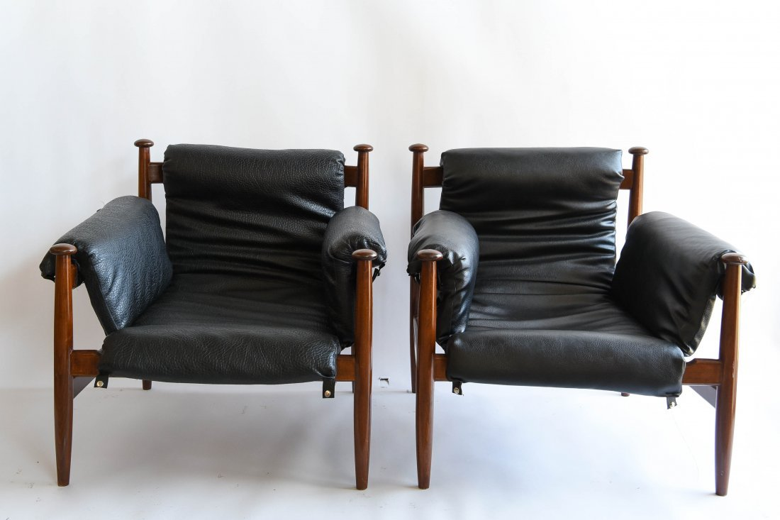 PAIR OF FINN JUHL STLYE LOUNGE CHAIRS