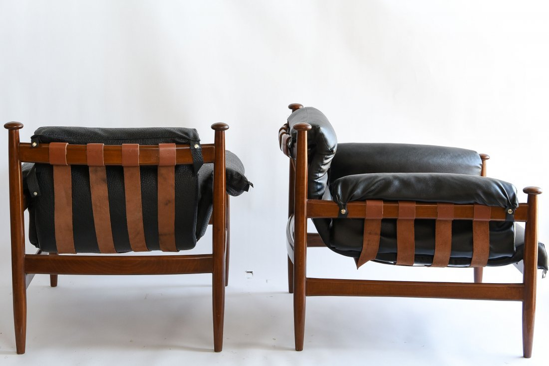 PAIR OF FINN JUHL STLYE LOUNGE CHAIRS - 6