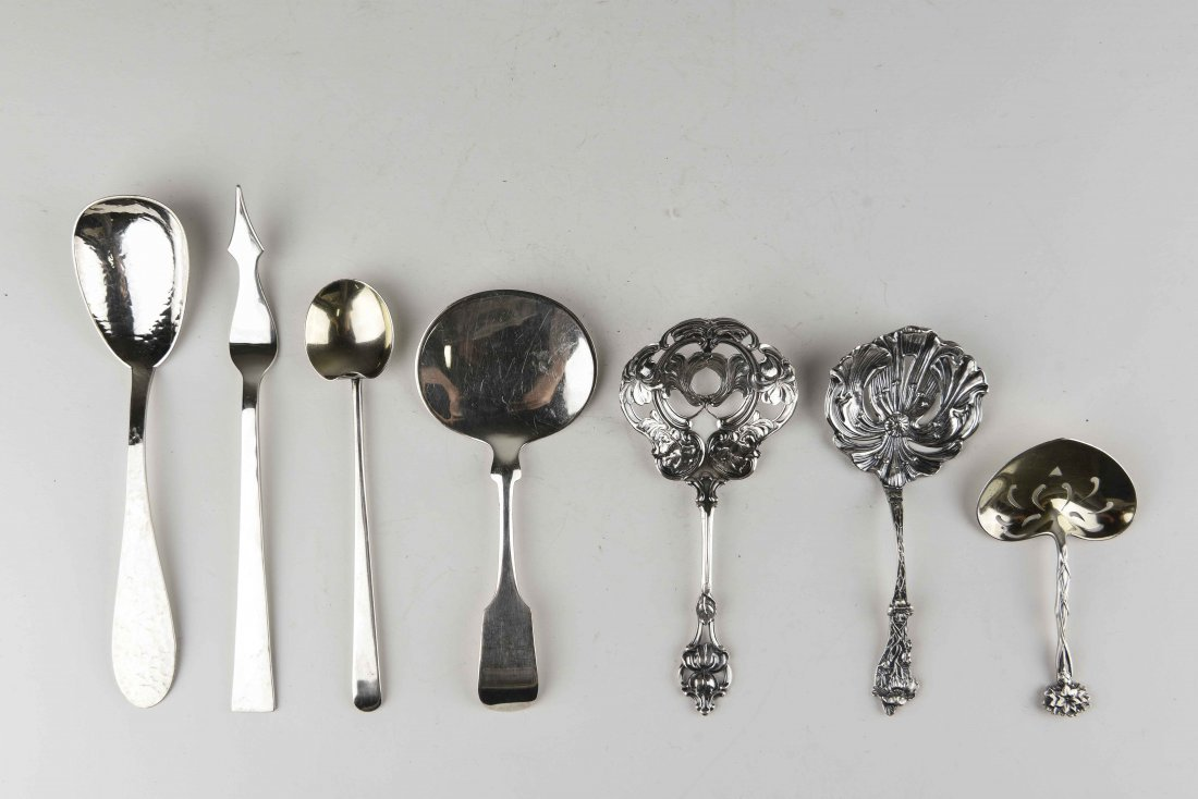 GROUPING OF STERLING SILVER SERVINGWARE