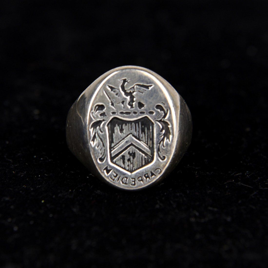 SILVER SIGNET CREST RING