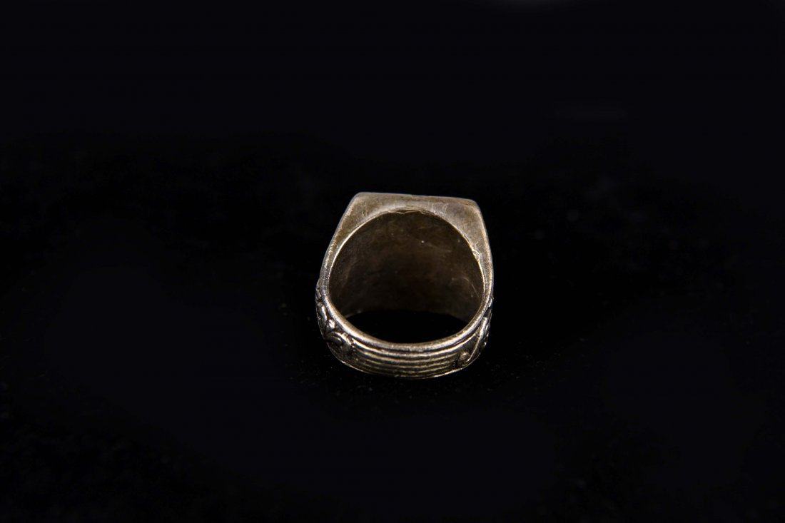SILVER SIGNET CREST RING - 3