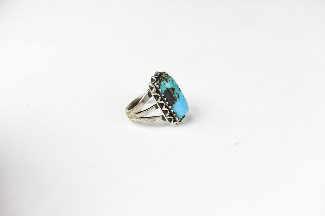 NATIVE AMERICAN STERLING AND TURQUOISE RING - 4