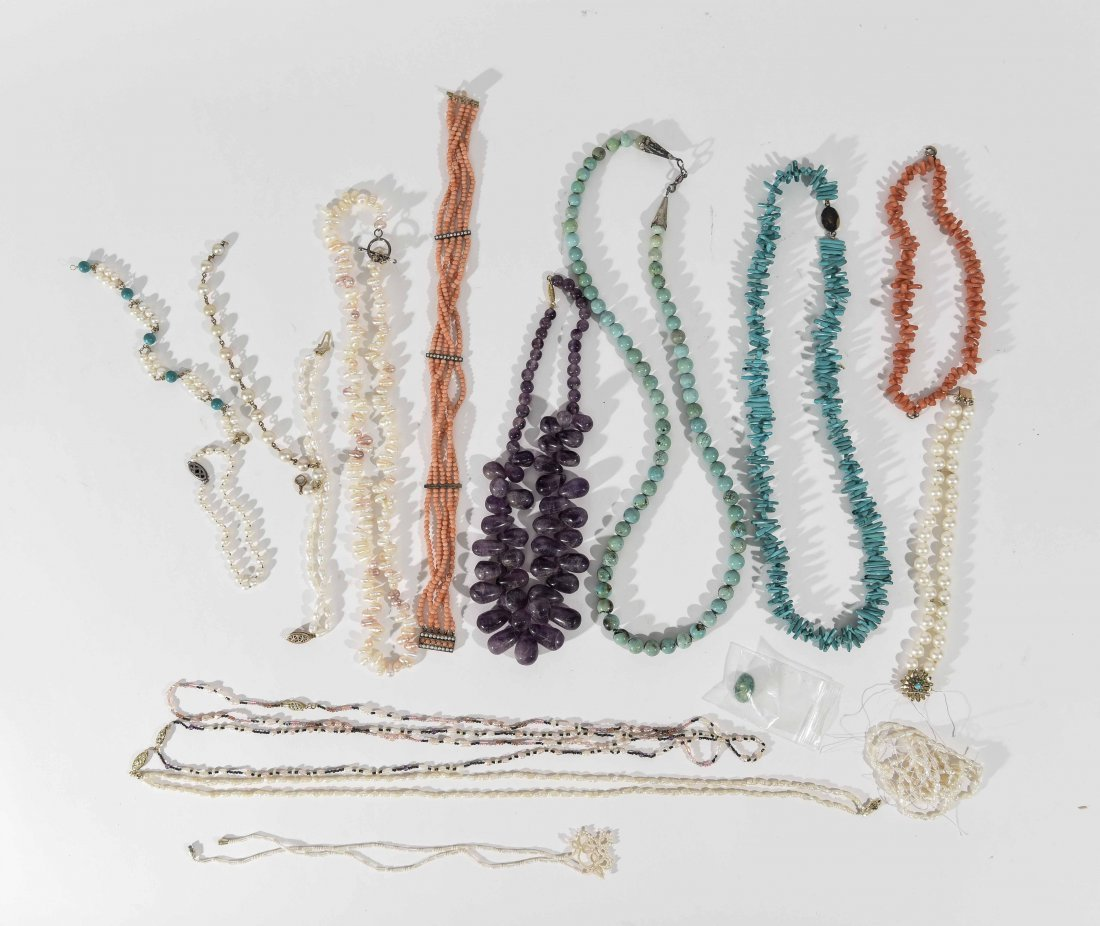 GROUPING OF NATURAL STONE & PEARL JEWELRY