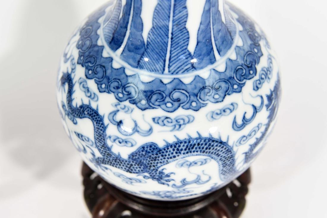 PAIR OF CHINESE VASES WITH BLUE AND WHITE MOTIF - 5