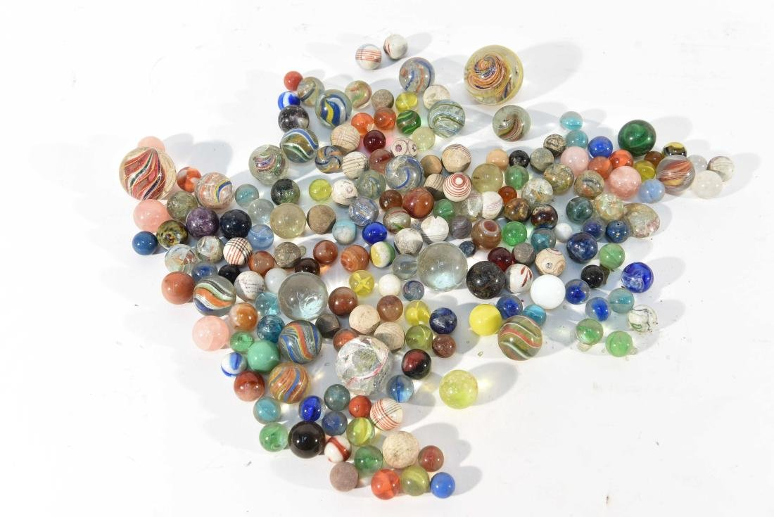 COLLECTION OF VINTAGE & ANITQUE MARBLES