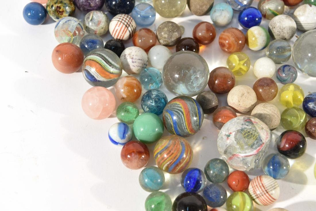 COLLECTION OF VINTAGE & ANITQUE MARBLES - 8