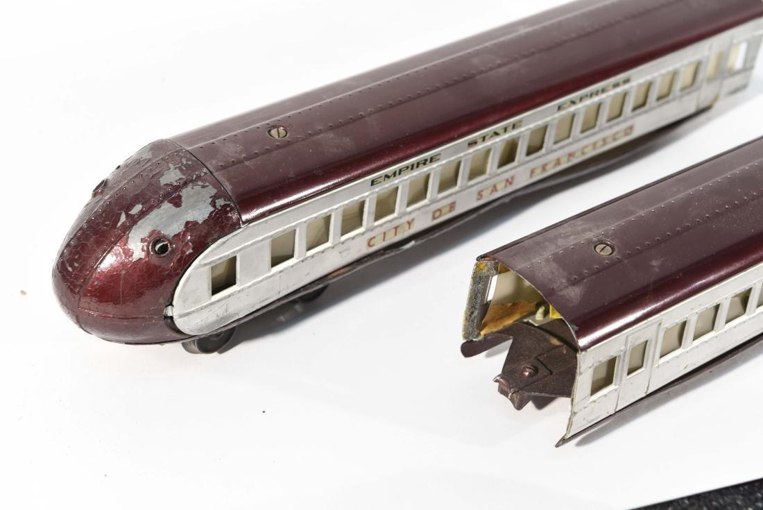 STREAMLINE TOY TRAIN SET, C.1940 - 10