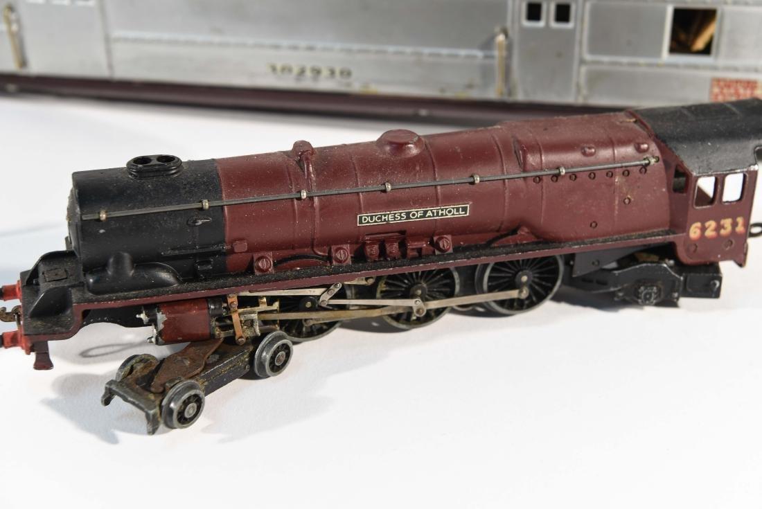 STREAMLINE TOY TRAIN SET, C.1940 - 2