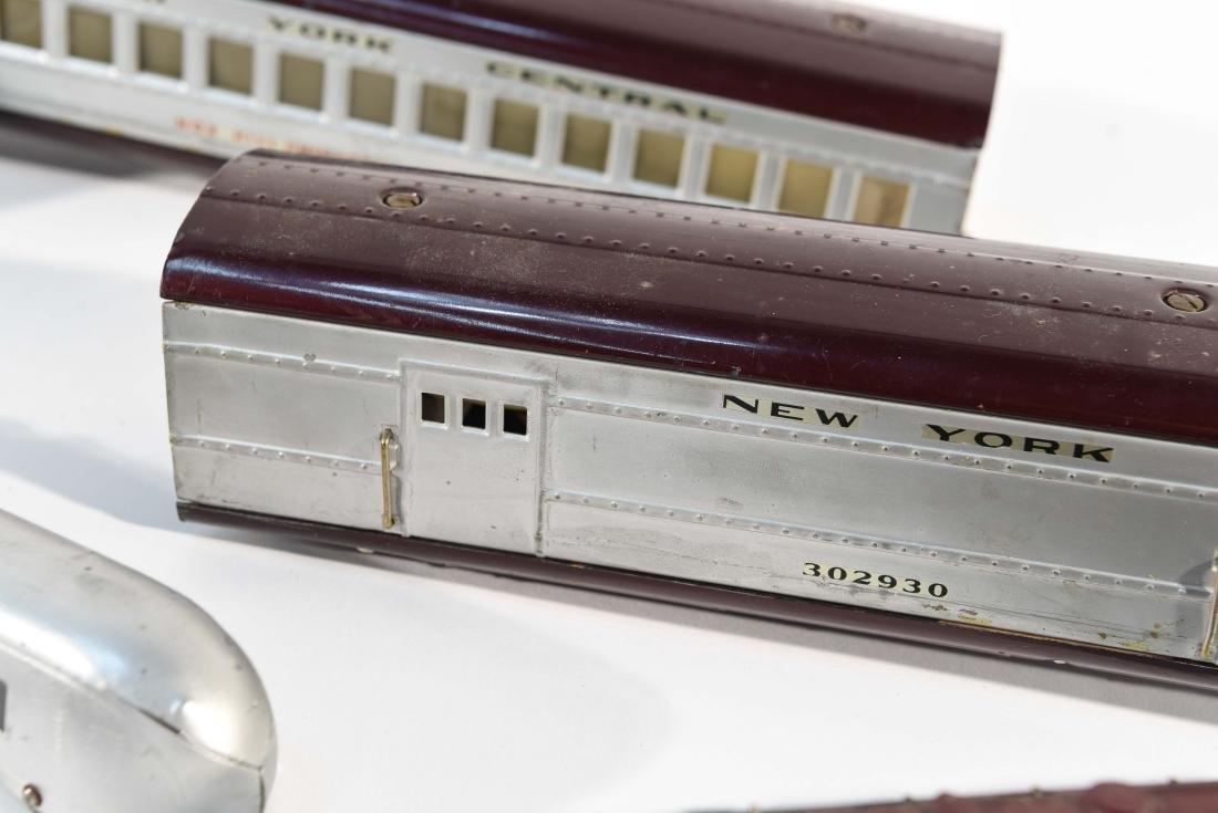 STREAMLINE TOY TRAIN SET, C.1940 - 4