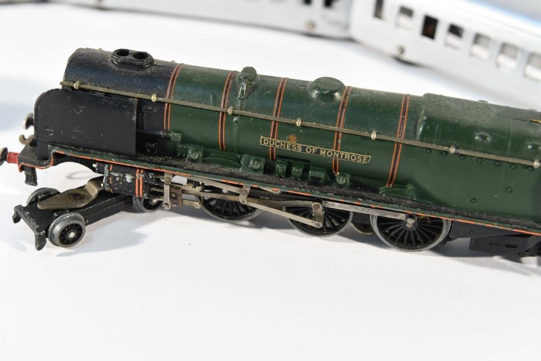 STREAMLINE TOY TRAIN SET, C.1940 - 5