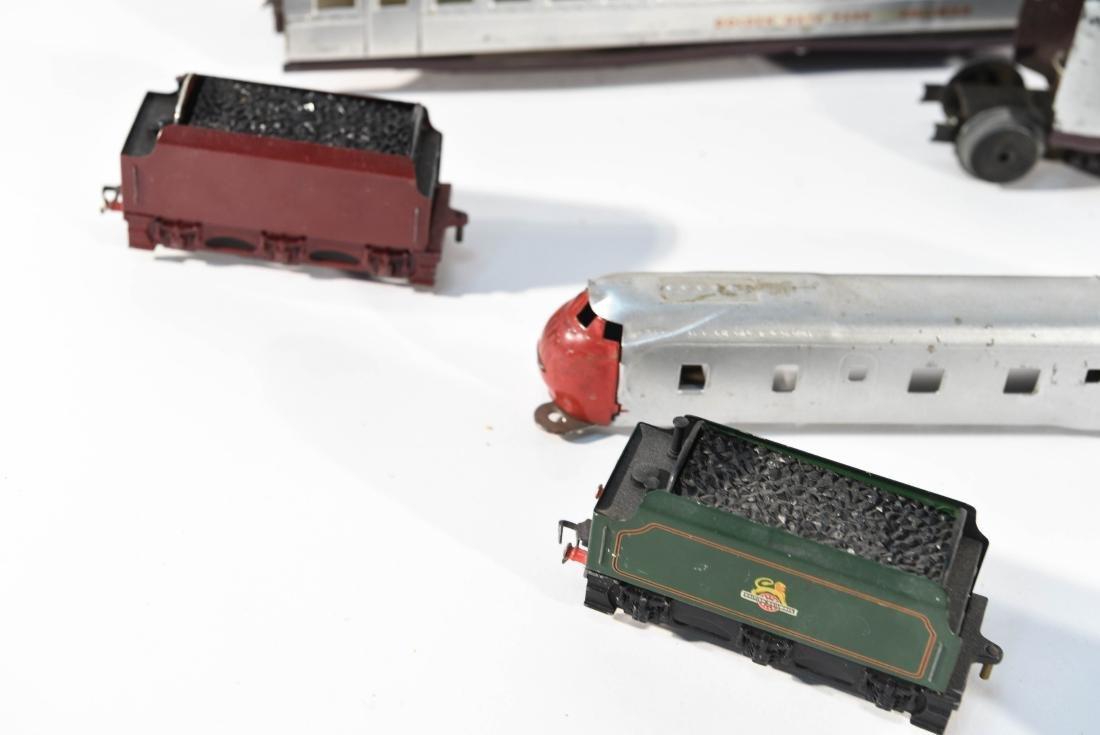STREAMLINE TOY TRAIN SET, C.1940 - 9