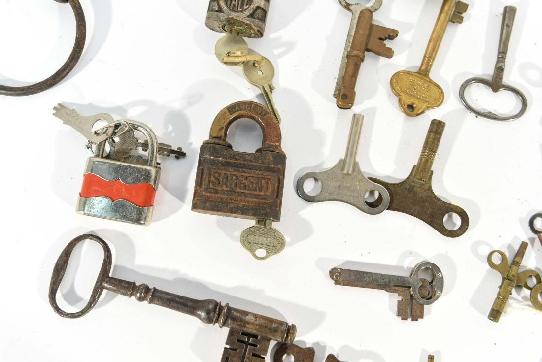 GROUPING OF LOCKS AND KEYS - 9