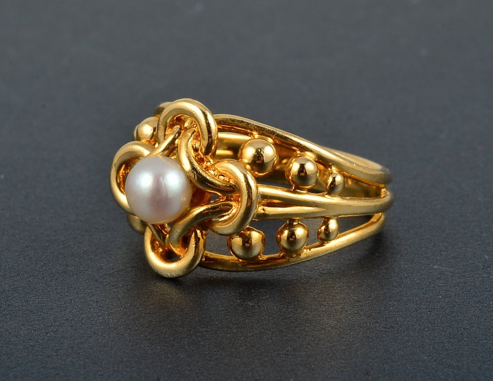 9: Tiffany gold and pearl ring