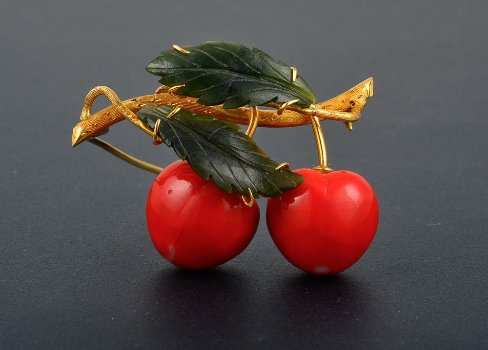 22: 18K yg coral and nephrite jade cherry brooch