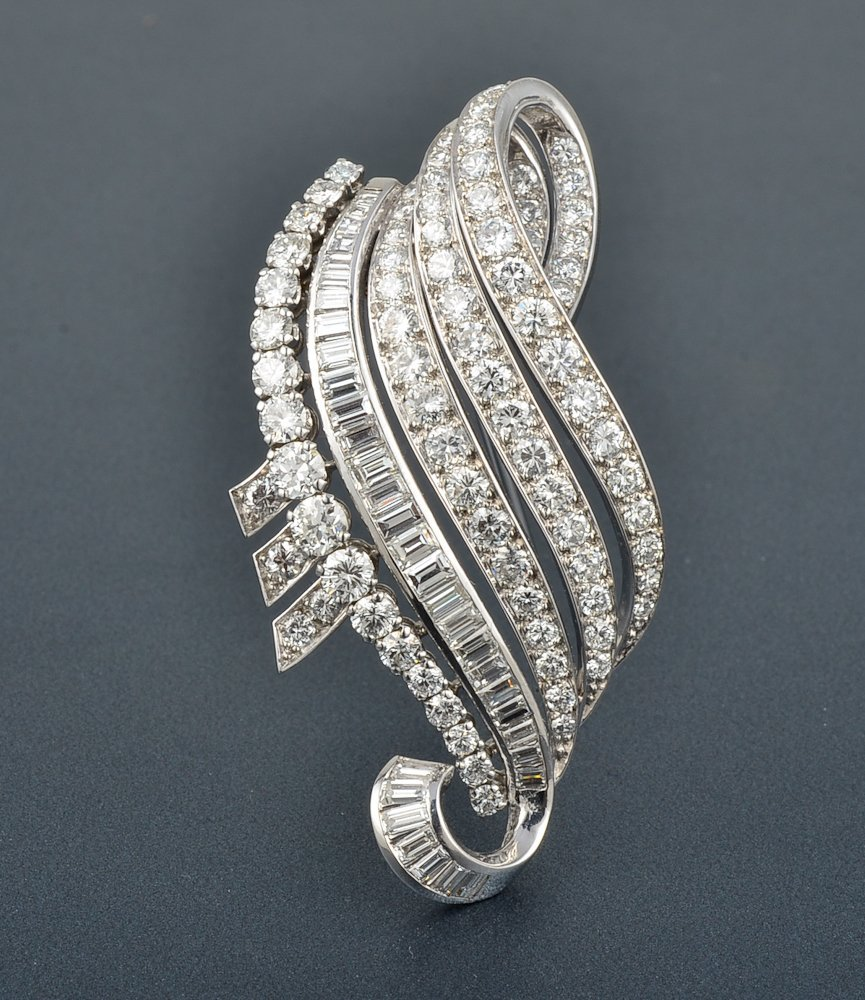 33: Van Cleef & Arpels platinum diamond Swirl ribbon pi
