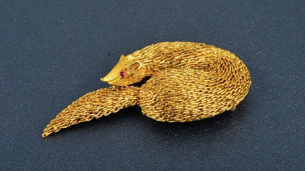 43: Tiffany & Co. gold mink brooch