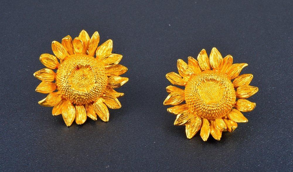 158: 18K sunflower ear clips