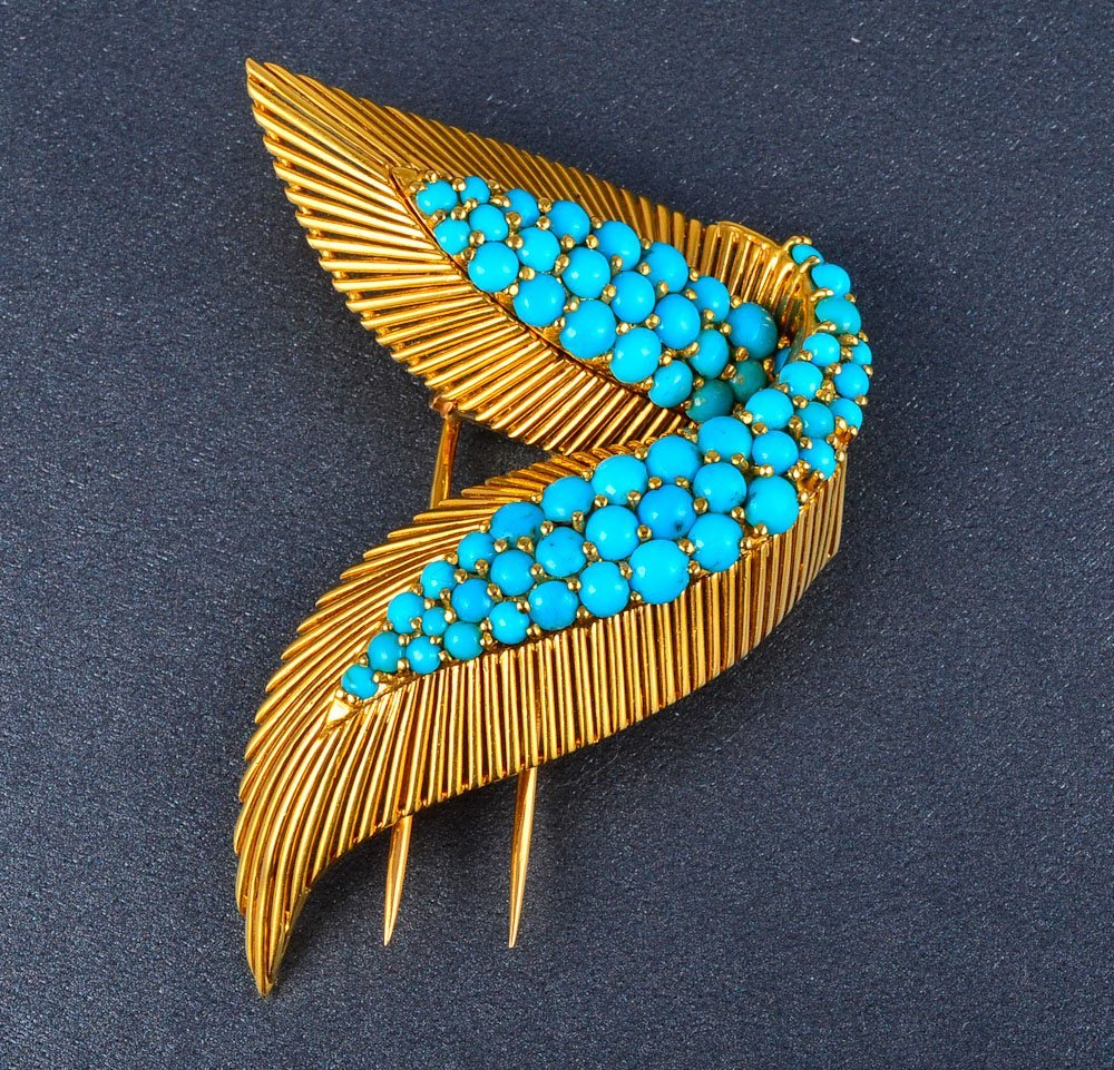 159: 18K yellow gold turquoise brooch
