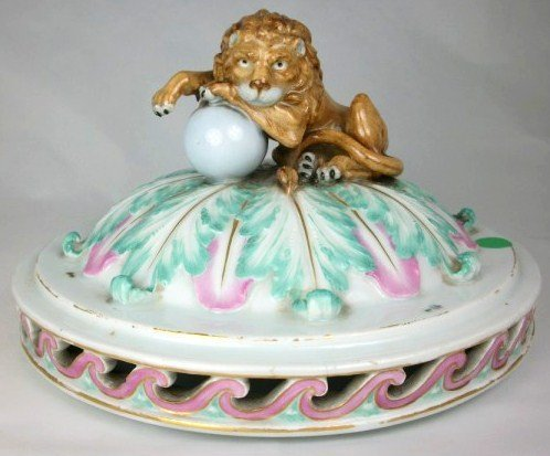 22: Meissen-Style Tureen Cover