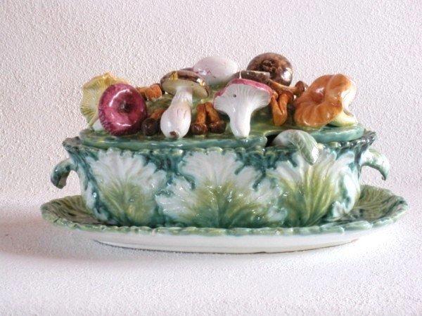 9: Mushroom-Form Tureen