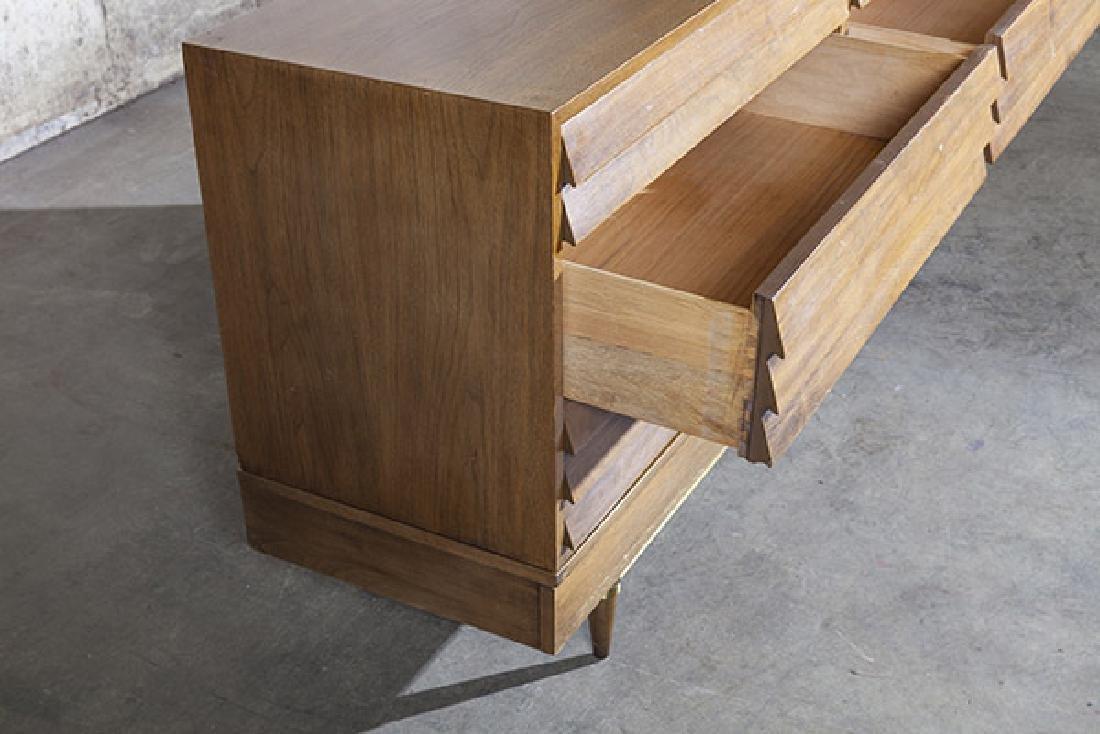 American of Martinsville Dresser/Merwin Gersun Dresser. - 9
