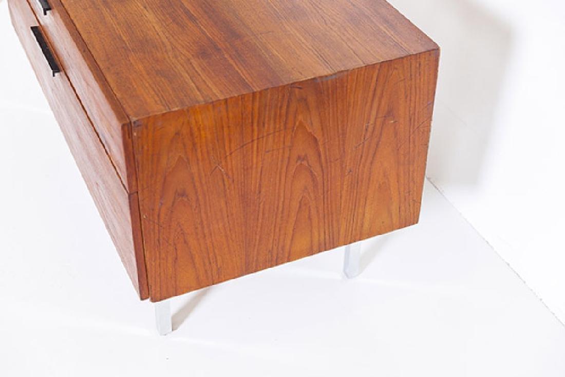 IB Kofod-Larsen Cabinet - 5