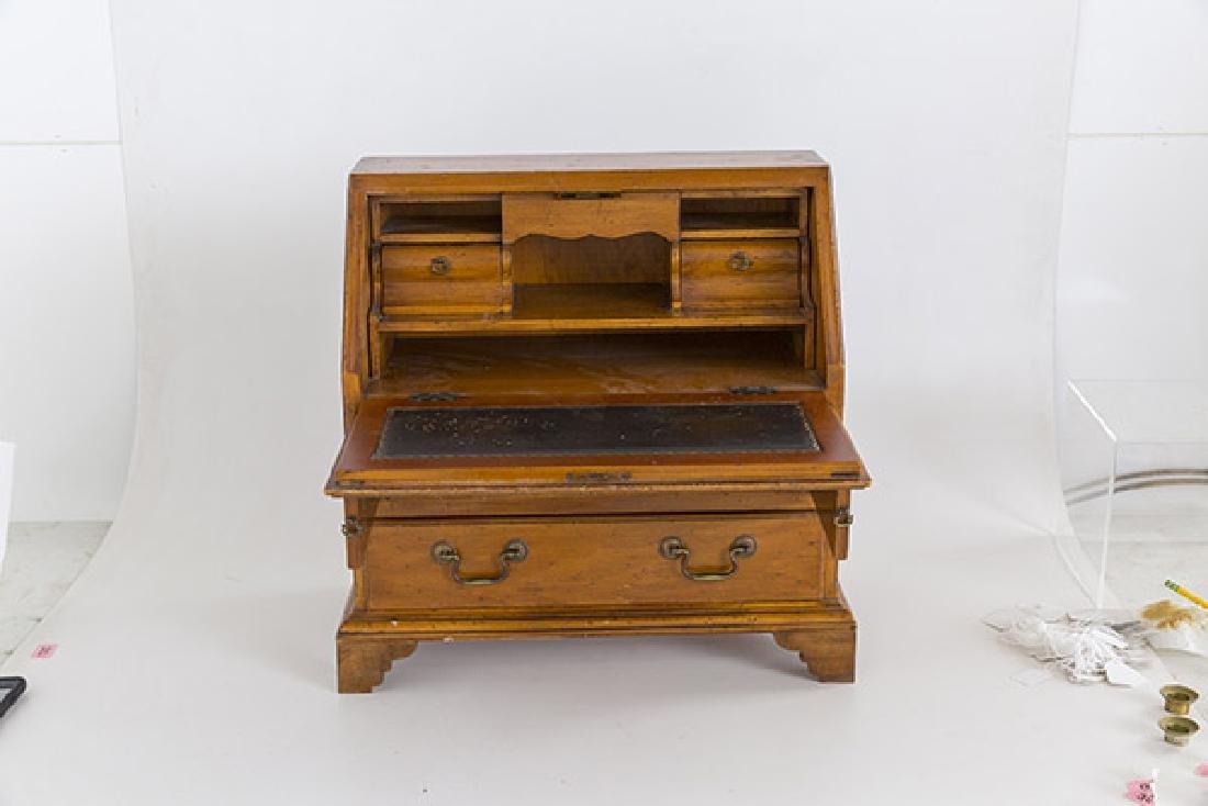 Miniature Chippendale Desk 20th Century - 3