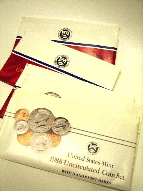 17: Lot, 12 UC US Mint Coin Sets