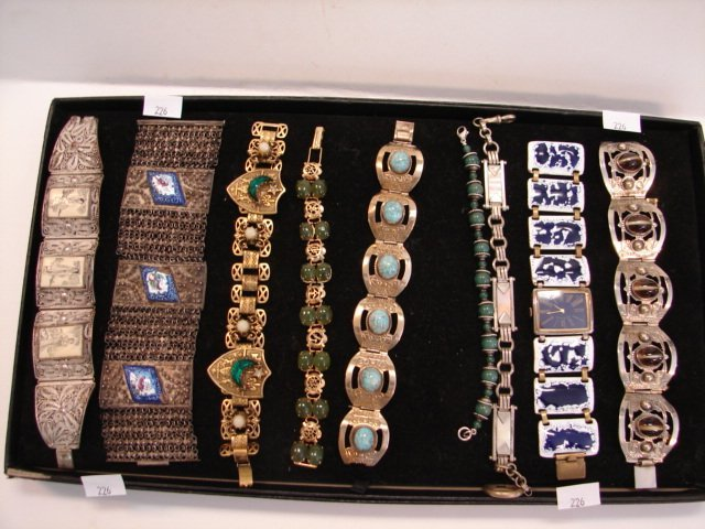 226: Nine piece bracelet lot