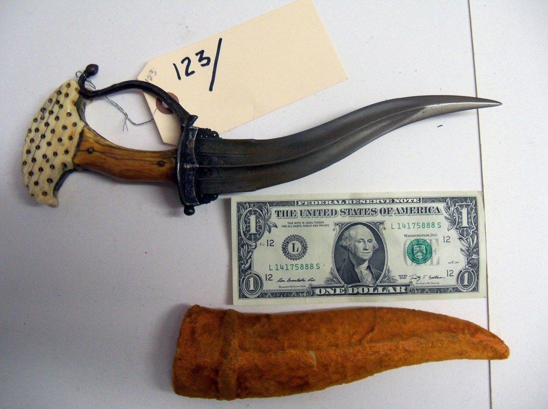 Very Fine 17th Century Indian Khanjarli Dagger