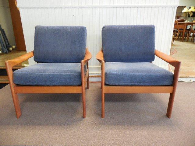 Pr (2) Danish Modern Illum Wikkelso Lounge Chairs
