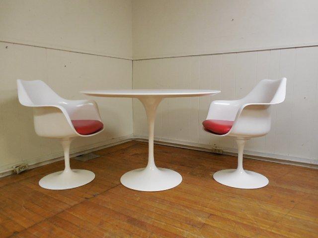 Eero Saarinen Dining Table & 2 Chairs