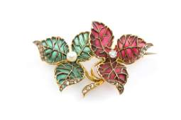 Brooch in the form of two leaves circa 1910 18 K