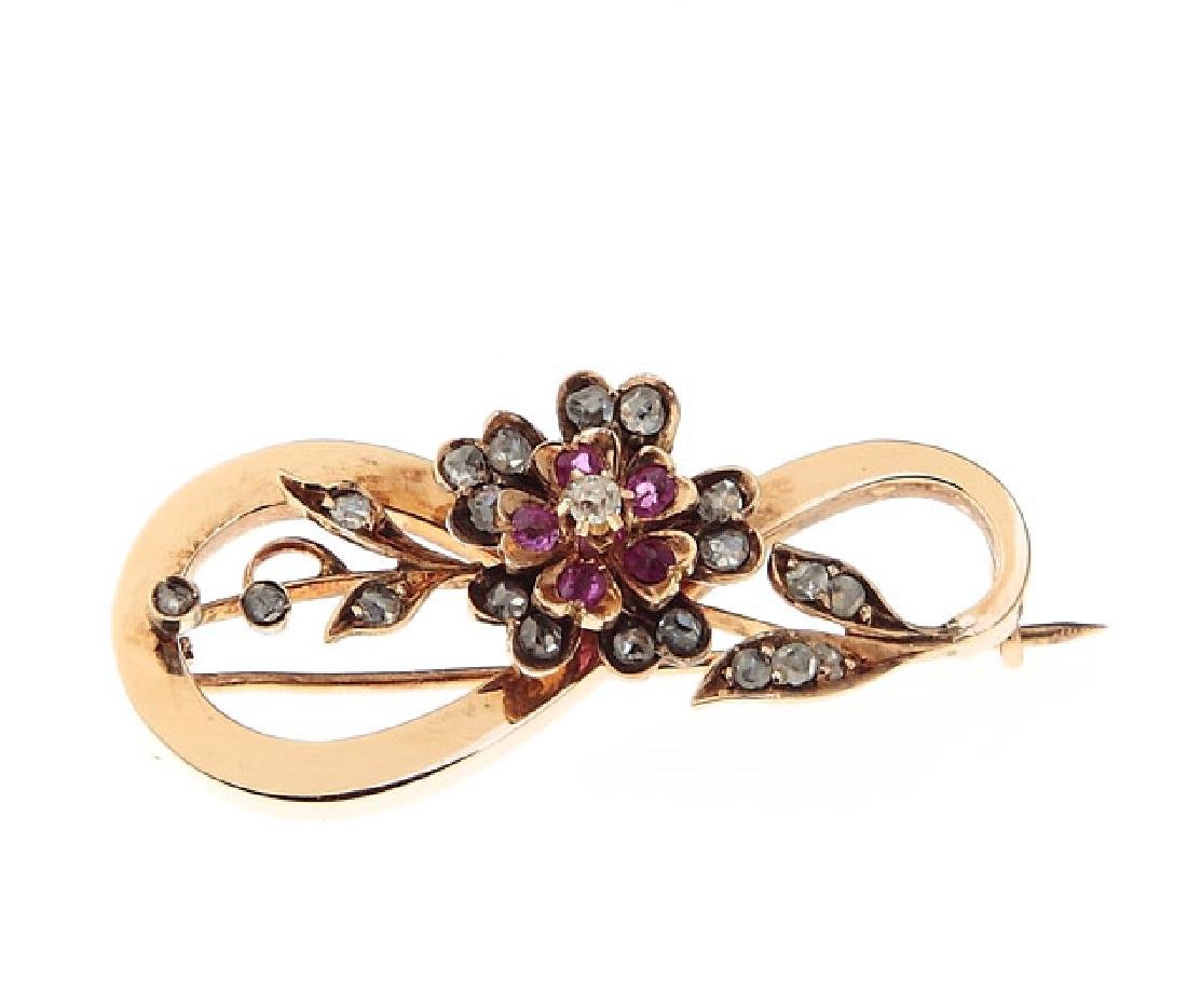 Brooch decorated with a flower motif, Late 19th Century