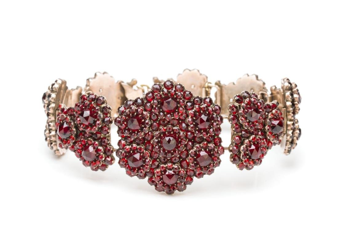 Bracelet with garnets, Late 19th Century