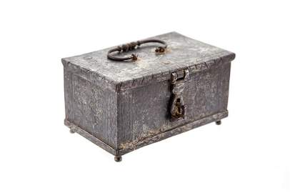 Casket, 1598,iron,  5 x 8.7 x 6 cm dated underside: