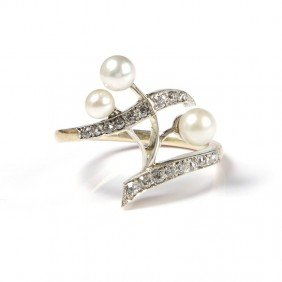 24: Gold ring with pearls , XIX/XX century