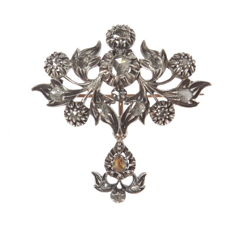 16: Brooch in the shape of a flower