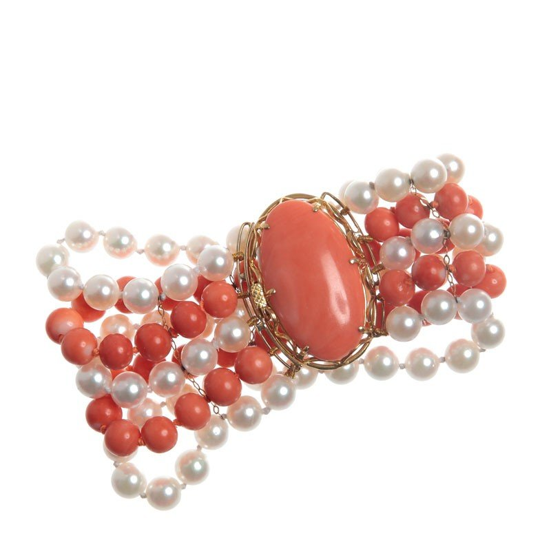23: Bracelet with corals and pearls