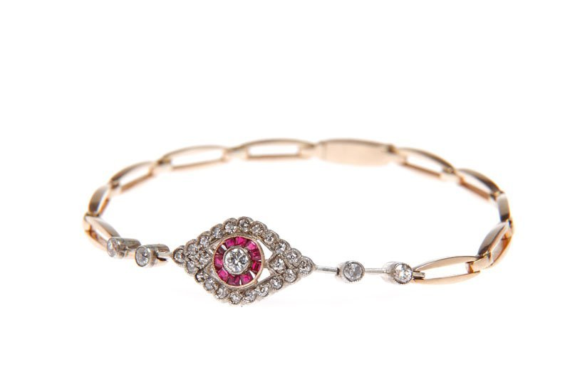 4: Bracelet with rubies, l. 20. XX th century gold   0,