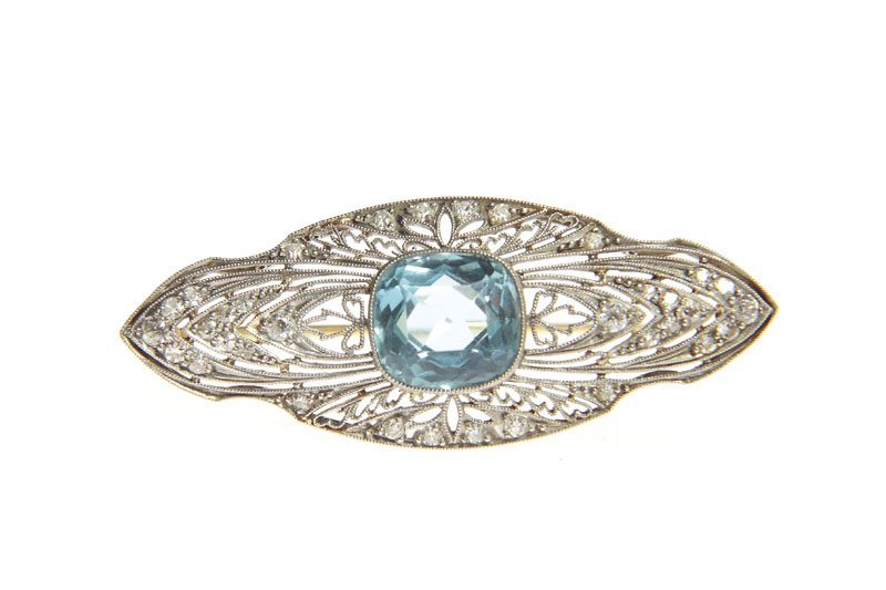 Brooch with aquamarine, 20.-ties XX th century platinum
