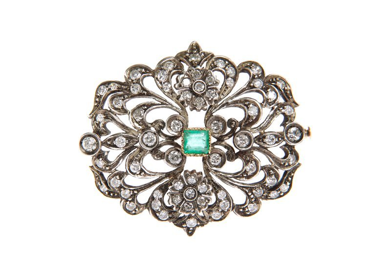 Brooch, XX th century silver, 1 emerald ~ 0,30 ct, bril