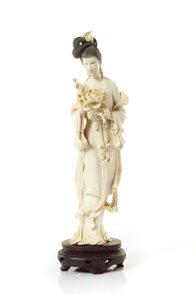 Figurine of a woman with a peony flower, XIX/XX c., Chi