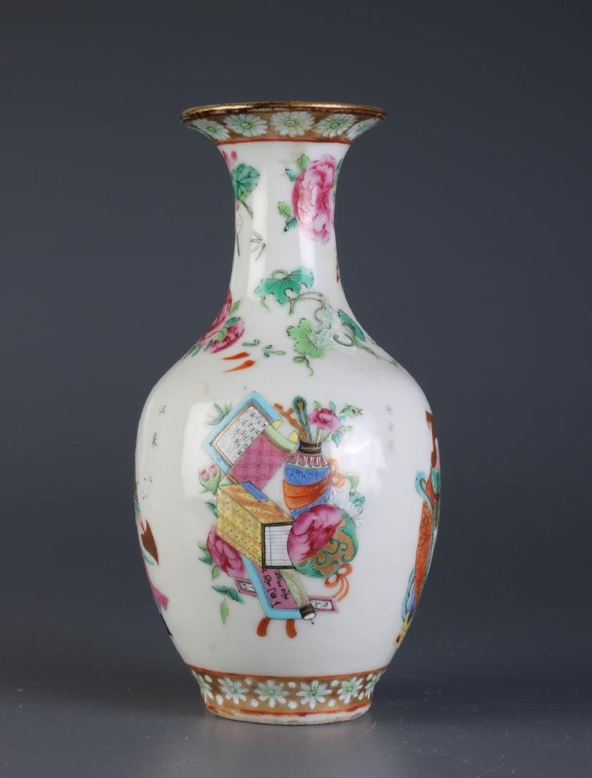19th C. Chinese Export Porcelain Vase Depicting