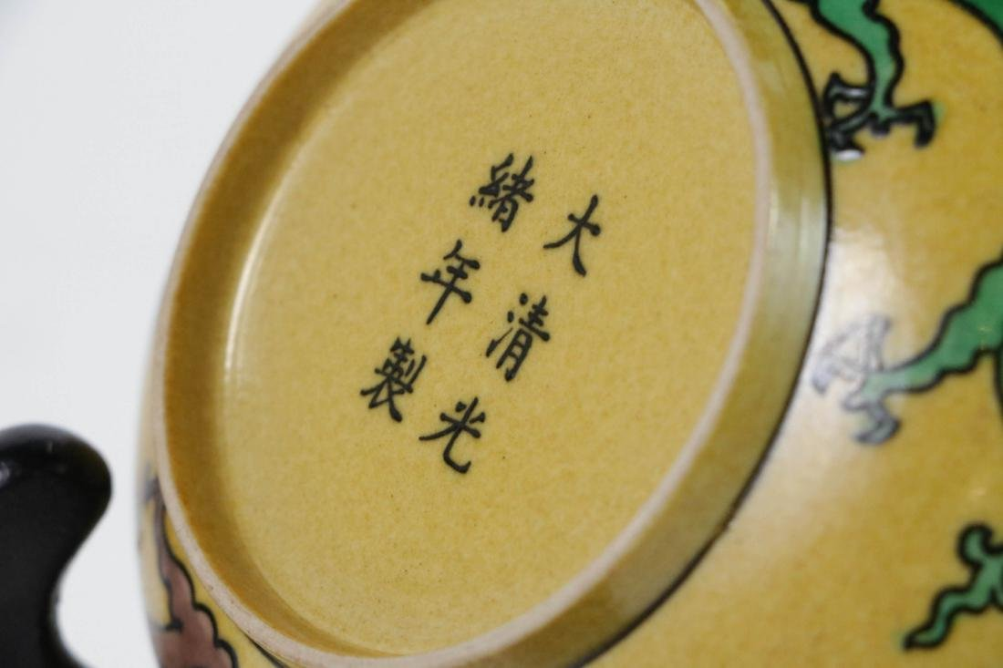 Small Chinese yellow glazed porcelain dish - 4