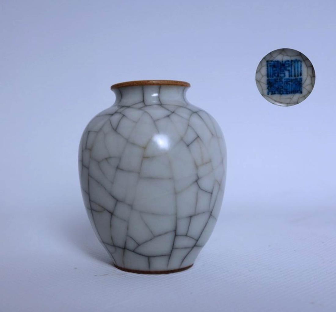 Chinese Ge Glaze Porcelain Vase