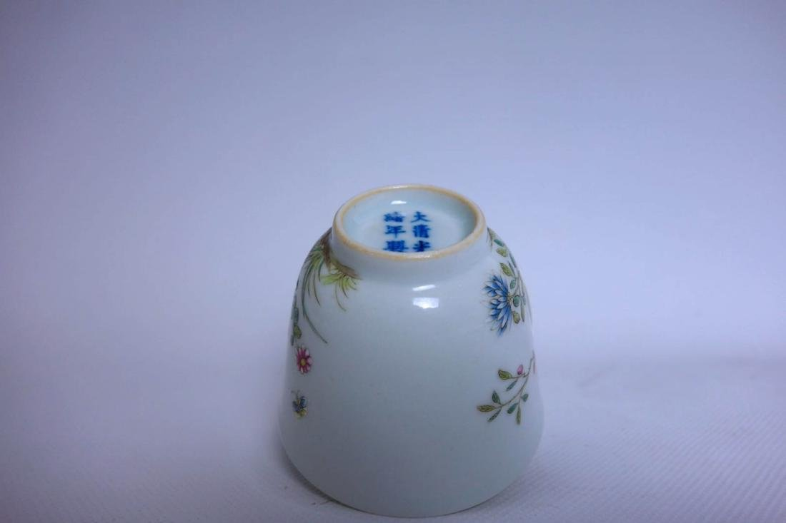 Pair Of Chinese Famille Rose Porcelain Vase - 4