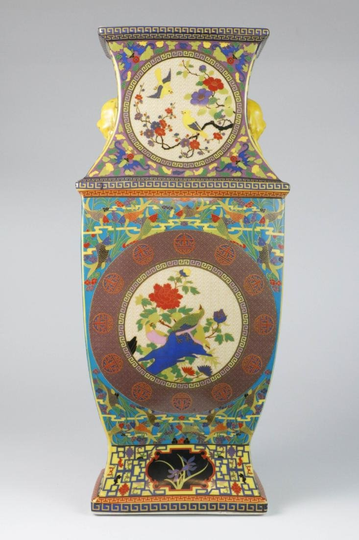 Chinese porcelain vase with marked