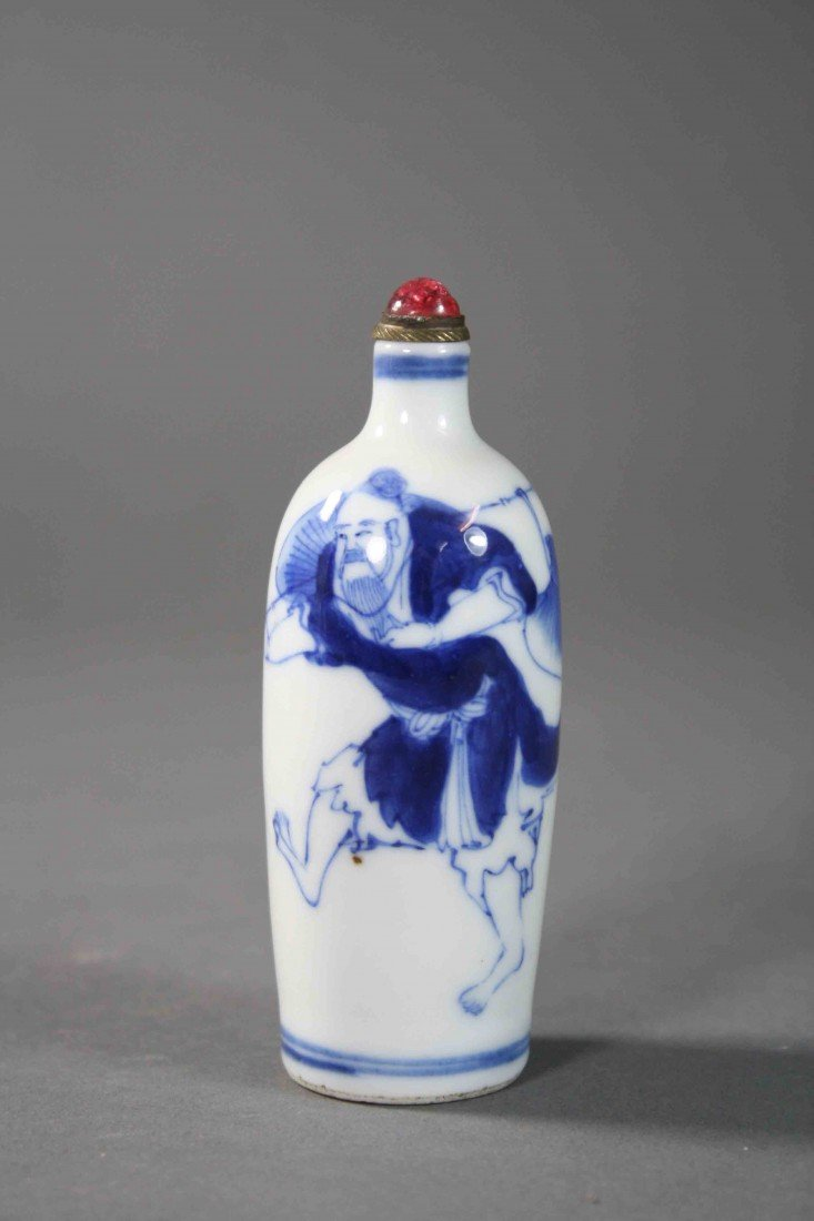 6: Chinese Qing painted B/W  snuff bolttle fishman 19th